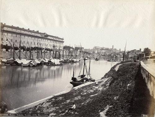 Rome, Ripa Grande harbour [No. 1103. Roma. Tevere. Veduta dalla Marmorata.]