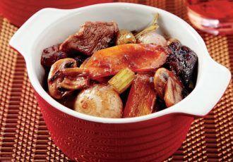 Μοσχάρι κρασάτο στη γάστρα µε λαχανικά και δαμάσκηνα-featured_image