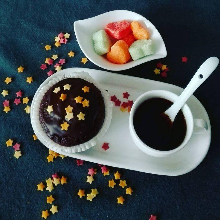 """(@rosalaspinosa) su Instagram: """"Buongiorno così! [ Le stelle mattutine brillano sul maffin al cioccolato fondente] . .…"""""""