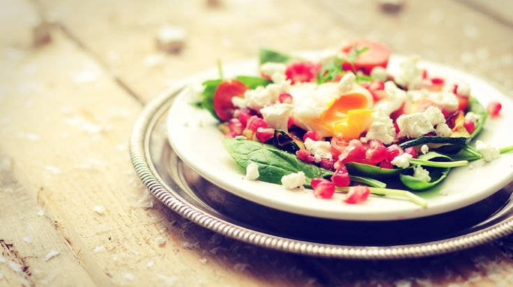gepocheerd ei met courgettelinten. Een culinair lunch recept die toch simpel is om te maken. en heel gezond!