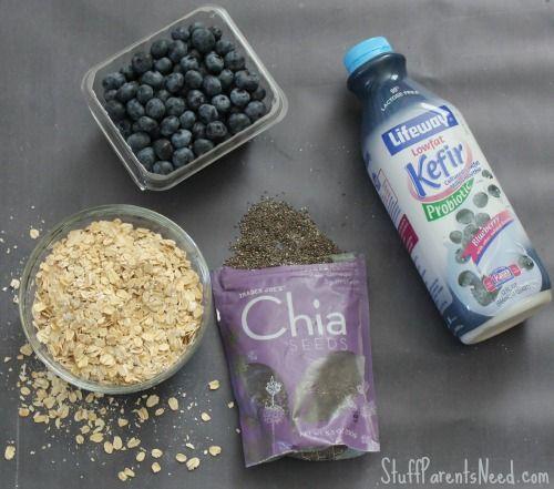 Gruau aux bleuets, chia et kefir - over night - dans un pot Masson. Seulement 4 ingrédients !