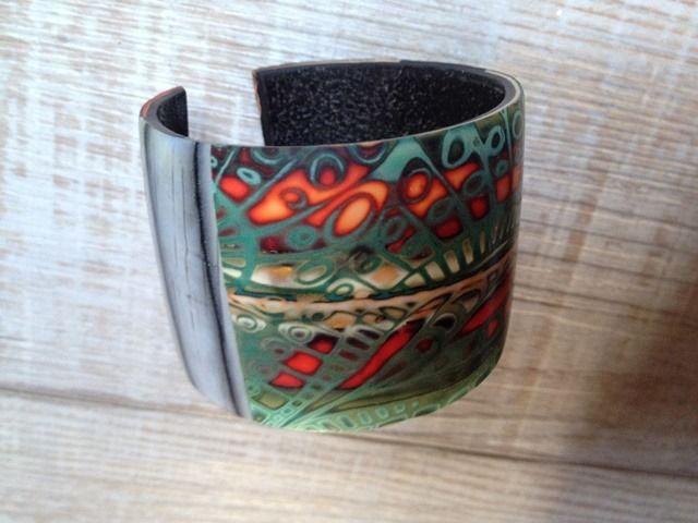 Bracelet manchette à motif texturé bois gris et camaieu / nouvelle collection : Bracelet par arliane