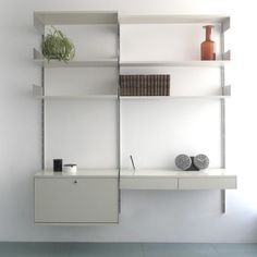 Dieter Rams' 606 Universal Shelving System has been in continuous production since 1960.   However, certain changes have been introduced along the way, the most dramatic being the substitution of wooden shelves with alu endplates for bent steel shelves, once a special use item, now supplied by Vitsœ as standard. The virtue of the wooden shelf over the metal is both aesthetic and design-historical.