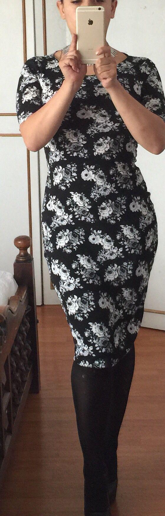 Vestido en Lanilla licrada bu Bizar $190.000 Whats App 3138696576 Carrera 16 no 85 - 86 Bogota - Colombia Diseñador: Carlos Duarte