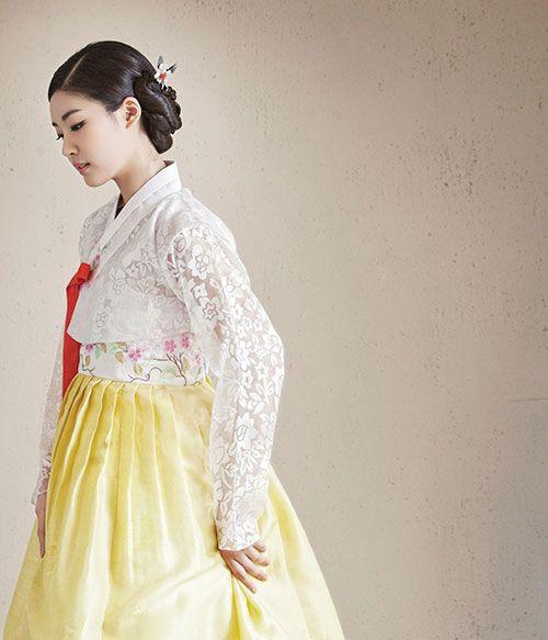 고운 색감으로 물든 봄빛 한복