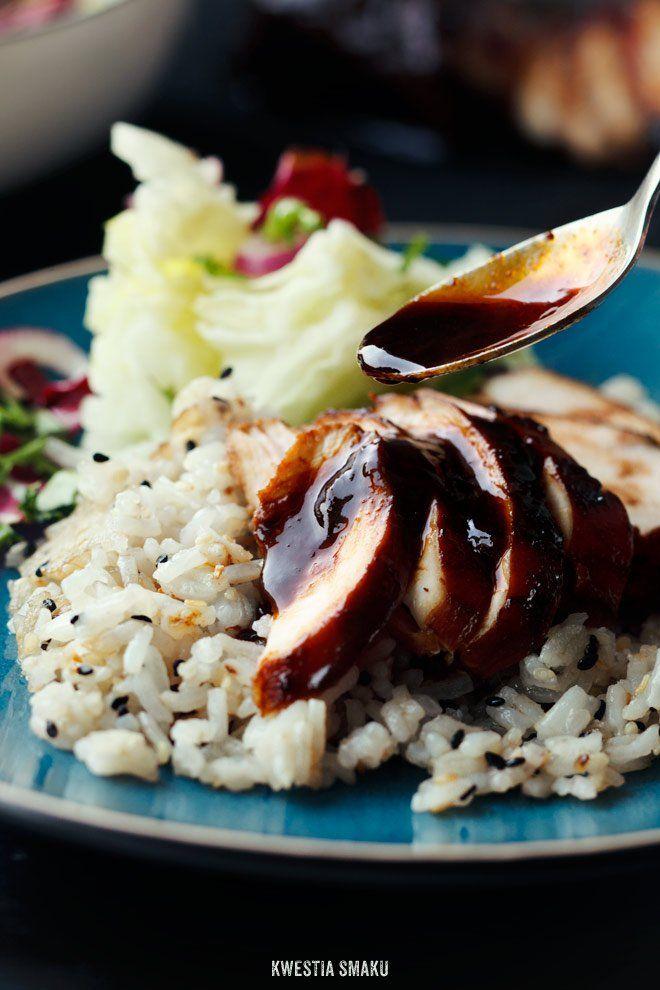 Filety z kurczaka w glazurze miodowej z sosem sojowym i ryzem sojowym