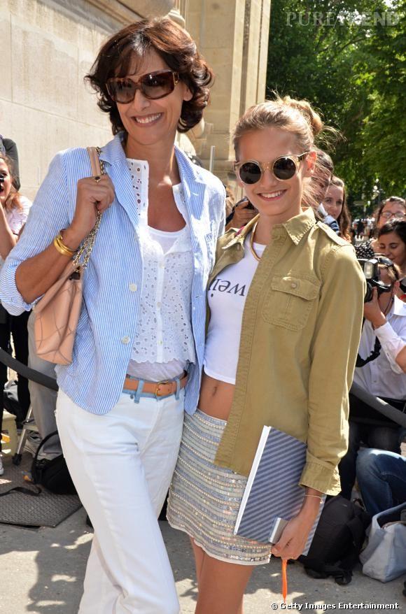 Ines de la Fressange et sa fille Violette d'Urso à l'entrée du défilé Chanel Haute Couture Automne-Hiver 2013/2014.