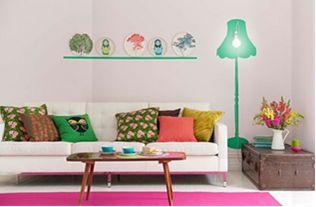 Una sala moderna merece una lámpara muy chic, y además fácil de lograr con un poco de pintura.