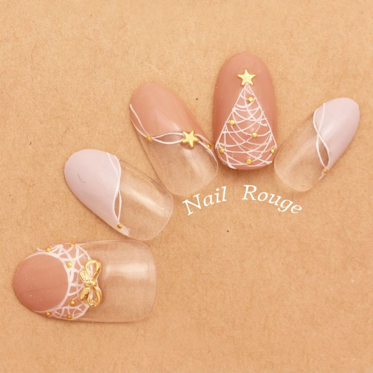 年に1度のクリスマスネイル。今年は大人可愛いデザインで爪先を飾る|MERY [メリー]