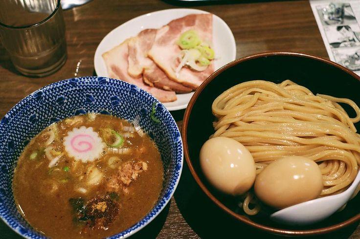 When you're too hungry and u just snap randomly..anw top rated tsukemen fu-unji #foodism #foodgasm #foodporn #tsukemen #ramen #instaramen #fuunji #latergram #vscogram #vscocam #japanesefood #japanculinary #tokyo #toprated by ronald_meyer