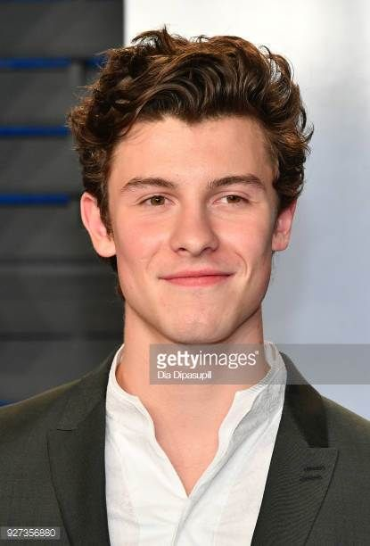 Shawn Mendes attends the 2018 Vanity Fair Oscar Party hosted by Radhika Jones at Wallis Annenberg Center for the Performing Arts on March 4 2018 in...