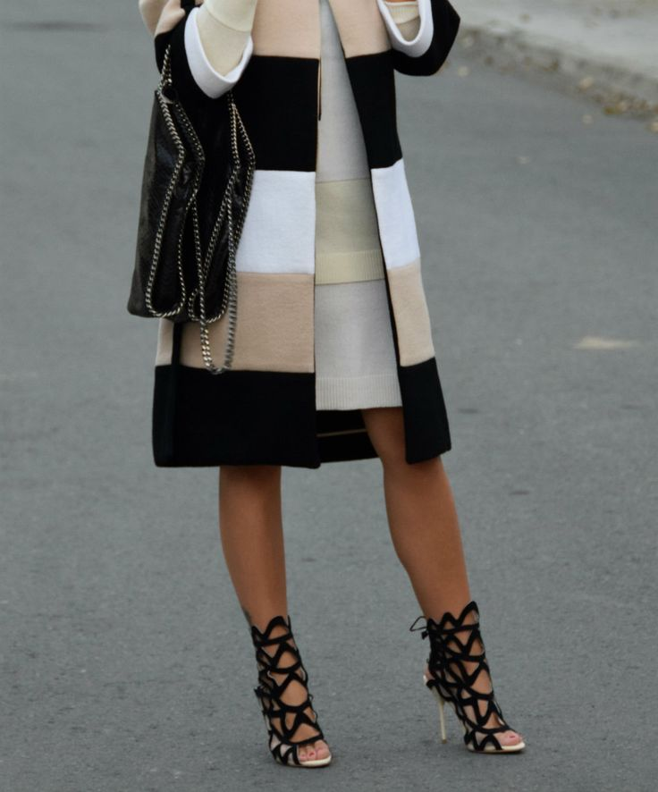 Coat/Chloé Dress/Alexander McQueen Shoes/Sophia Webster Bag/Stella McCartney