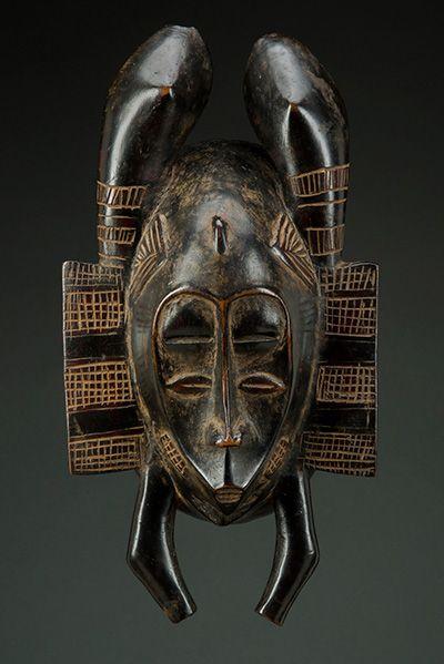 Mask Senufo, Ivory Coast. Early twentieth century. Wood stain. H. 31 cm © Berz…