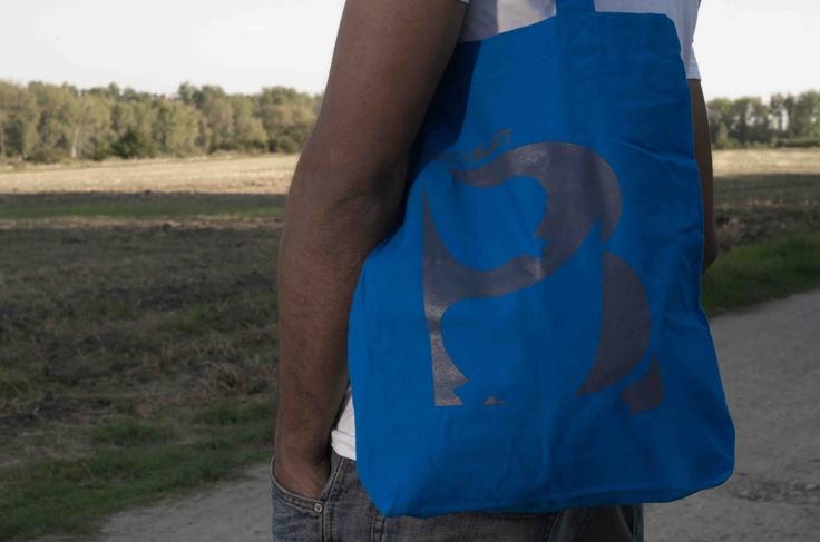 Shooting for the blue Bachblatt-Bag! http://www.bachblatt.de/Frauen/Accessoires/Bachblatt-Tragetasche.html