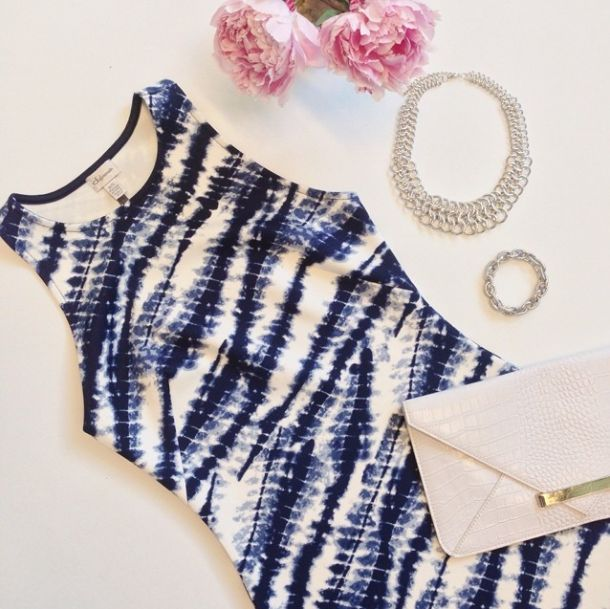 This tie dye bodycon dress is the perfect throw-on-and-go dress!