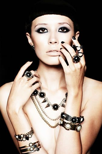 pictures of women wearing fashion necklaces   High Fashion Jewelry for Women   Womenz Magazine