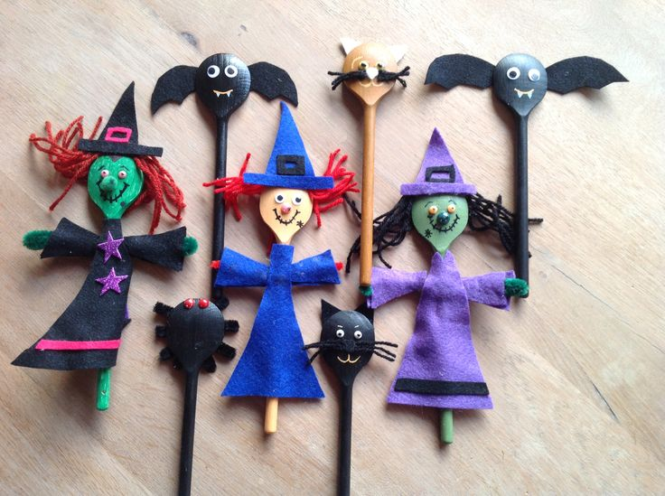 Halloween wooden spoon puppets