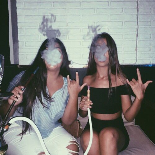 Imagem de girl, goals, and smoke
