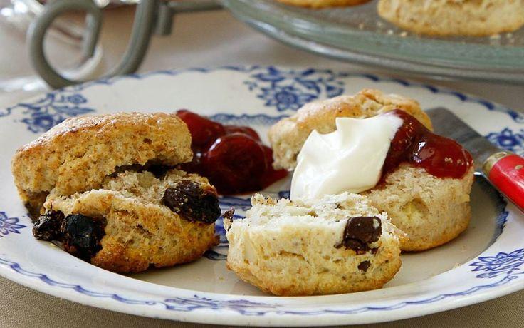 Ett klassiskt recept på engelska scones. Prova gärna någon av de olika smaksättningarna.