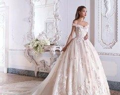 Off The Shoulder Sweetheart Wedding Dress with Appliques,Romantic Bridal Dress With Long Train W9988