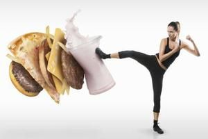 What to Eat to Lose Weight Fast? | LIVESTRONG.COM-Since a pound of fat is equal to 3,500 calories, you need to consume 1,000 fewer calories each day. Decrease daily calories and work out to achieve this goal. For example, you might decrease daily calories by 600 and work out to burn 400 calories for a 2-lb. weekly weight loss