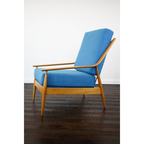 Vintage 1960s British armchair but also very Scandanavian in design! www.johnnymoustac...