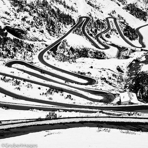 Snowy #curve #extremeroads
