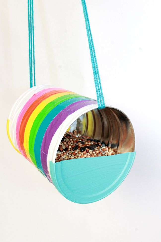 How To Make a Recycled Can Bird Feeder / Comment faire une mangeoire à oiseaux