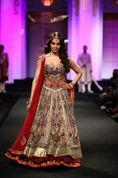Corset reception dress me want indian bride for Brides dress for wedding reception