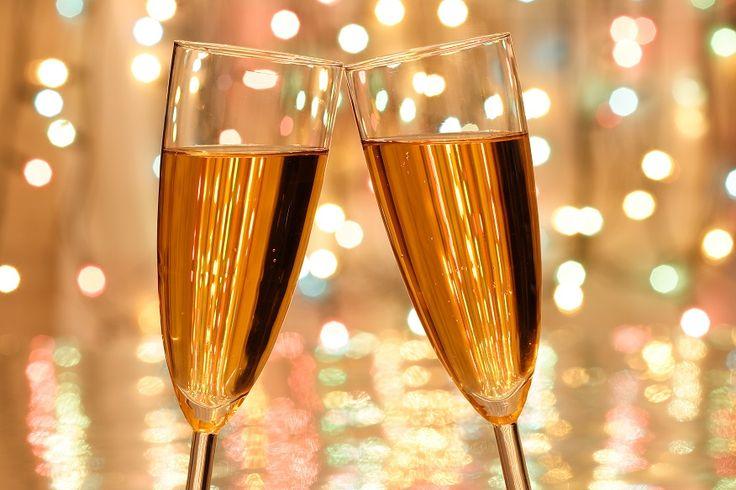 Prosecco is een heerlijk frisse mousserende wijn op basis van de prosecco-druif. Deze wijn is dé mousserende wijn van Italië en wordt in verschillende regio's geproduceerd. Een sprankelende wijn met een feestelijk karakter en een aangename prijs-kwaliteit verhouding. Bekijk onze selectie prosecco en bestel uw mousserende wijn vandaag nog.