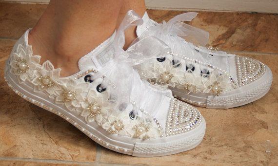 scarpe da ginnastica converse nozze con pizzo di TheCherishedBride