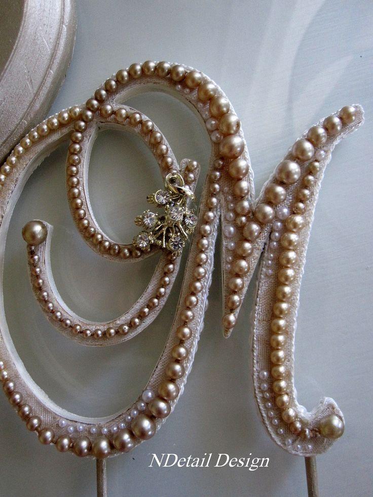 Monogrammed Custom Vintage Pearl Wedding Cake Topper. Para el pastel opcion 2 ...mas clasica