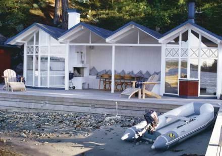 http://www.skonahem.com/inredning/sommarhus/stockholms-riviera/Tiny House, Beach Houses, Boats House, Beach Huts, Coastal Living, Surf Shack, Cabin Dreams, Beautiful Boats, Beachhouse