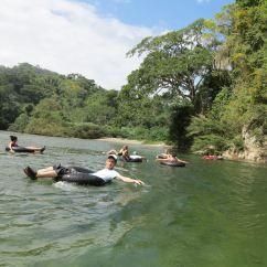Tubbing en el Río Don Diego #SierraNevada de #SantaMarta #TravelColombia by ligeradeequipaje.com