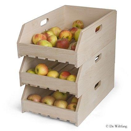 Fruitkistje stapelbaar. Ideale opbergkist voor van alles en nog wat. Stapelbaar met lattenbodem voor ventilatie. Prachtig afgewerkt beukenhout. Met handgrepen voor makkelijk tillen. Oorspronkelijk werden deze kistjes gebruikt voor het drogen van fruit en noten