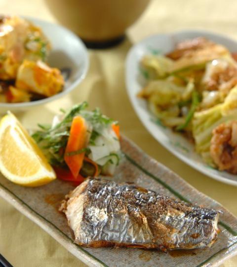 今日の献立は「サワラの塩焼き」 - 【E・レシピ】料理のプロが作る簡単 ... 良質のタンパク質や鉄分の他、ビタミンDも豊富なサワラをシンプルな塩焼きで頂きます。パンプキンサラダは電子レンジでお手軽に。和風野菜炒めはユズコショウが ...