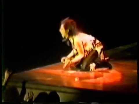 KISS - Vinnie Vincent Guitar Solo - Quebec 1984 - Lick It Up World Tour