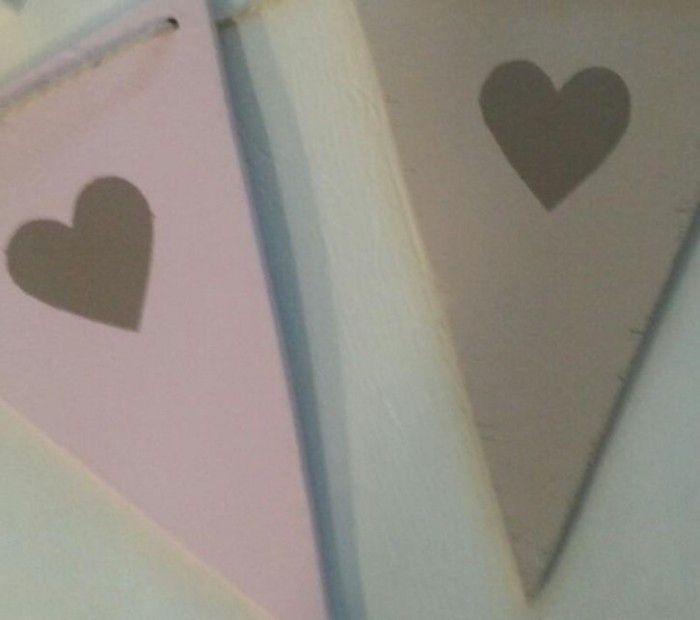 Vlaggenlijn van hout ook verkrijgbaar met naam. Leuk als versiering bij een geboorte, babyshower of verjaardag of op de babykamer of kinderkamer. Verkrijgbaar bij Villa Ukkie