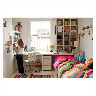 This room has similar dimensions to Diddy's. I'll be building in similar shelving in her room -- and I love the hooks.