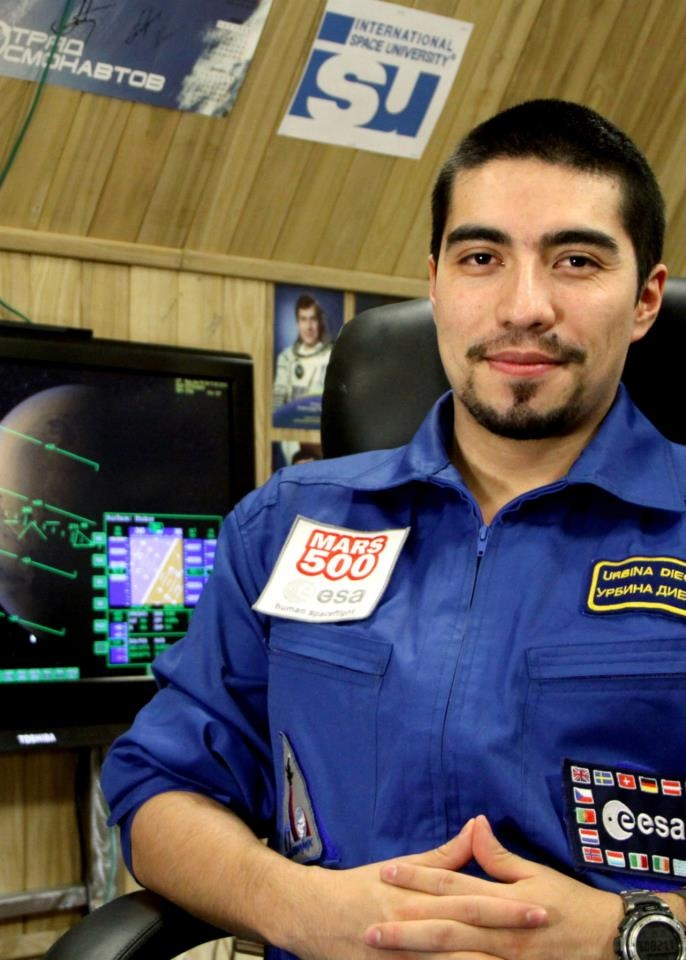 Diego Urbina  Ingeniero Electrónico Especializado en Estudios Espaciales  Llega a Italia en 2002