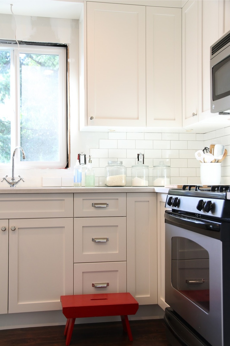 Kitchen cabinets at reno depot - Move Microwave Above The Stove White Cupboards Kitchen Reno White