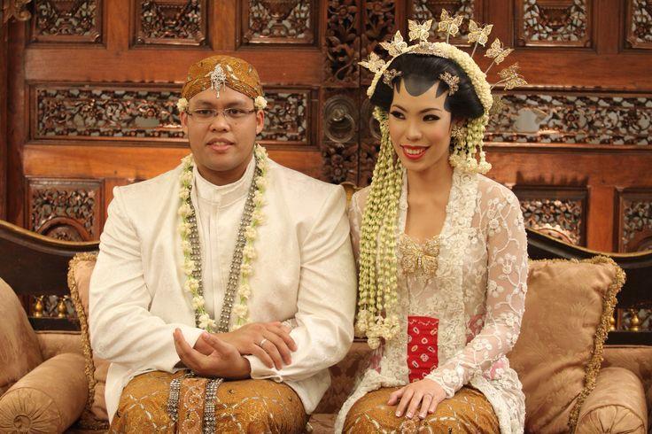 Kebaya kutu baru (wedding ceremony)