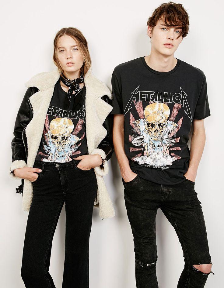 Οι ροκ μπάντες επιστρέφουν σαν ένα από τα βασικά trends για τη σεζόν Φθινόπωρο/Χειμώνας 2016 και η @bershkacollection λανσάρει μια συλλογή unisex t-shirts για να τιμήσει τα κλασικά συγκροτήματα των τελευταίων δεκαετιών!! #bershka #rockmusic #metallica #new_collection #like #fashion #shopping #shopping_center #mediterranean_cosmos #mediterraneancosmos