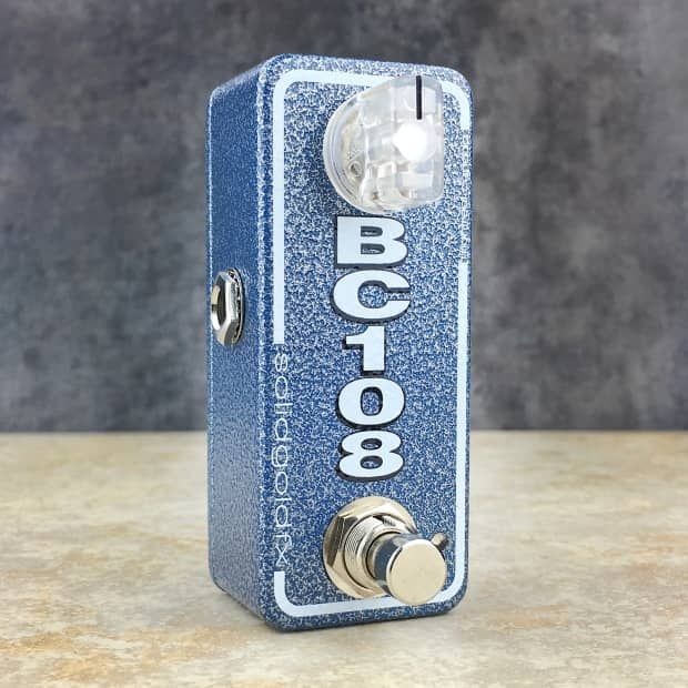 The BC108 mini booster is a crisp clear biting boost with great attack and definition. The chimey upper mid emphasis of the BC108 mini booster is perfect for adding subtle grit or polished grind when rolled all the way up. Given its streamlined circuit design the BC108 mini booster is highly responsive to volume and tone adjustments allowing the core tonality of your instrument and the nuance of your playing to shine through. The BC108 mini booster can be used stand alone or stacked in…