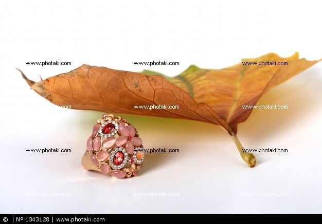 http://www.photaki.com/picture-fashion-ring_1343128.htm