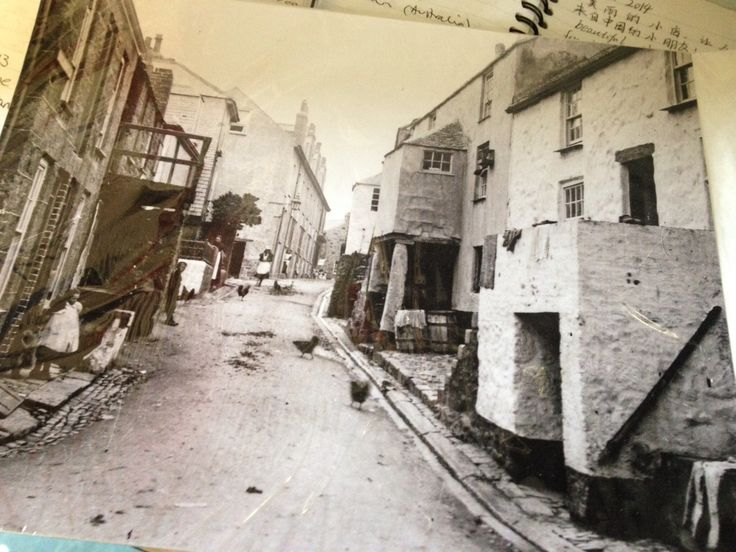 Old photo of Back Road East, St Ives. Cottage on right is now Downalong Cottage B&B. Grace and Betty's Cottages on the left.