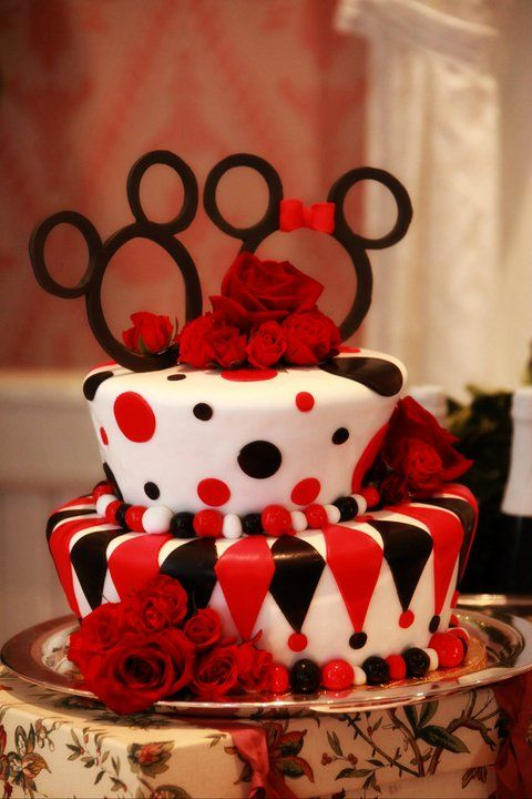 Mad hatter Mickey & Minnie cake