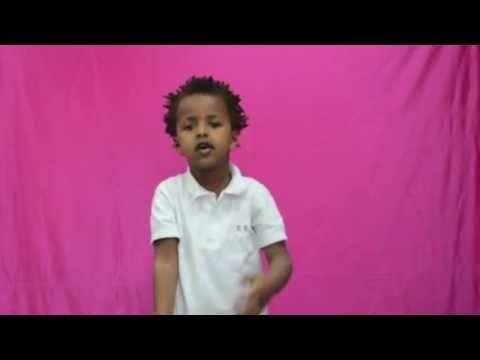 Niños de Infantil graban una versión de Maldita Nerea en lengua de signos. aulaplaneta.com