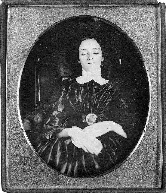 Esta tradición de duelo de la era victoriana es fascinante. Precaución: imágenes de gente muerta a continuación.