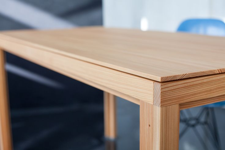 Larch dining table full-wood in alvari-design, Detail 01